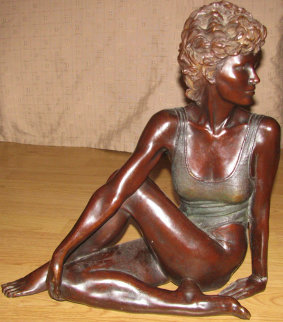 Ballarina En Reposo Bronze Sculpture 17 in Sculpture - Victor Villarreal